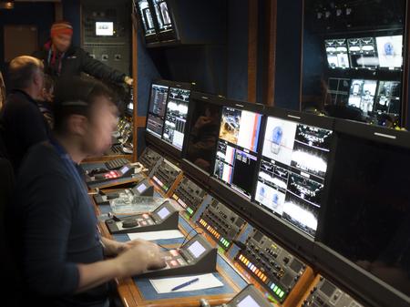 ビジョン テレビ ギャラリーでパネルを混合のワイド ショット。