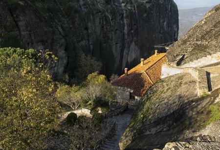 monasteri: Orthodox monasteries are located on the tops of grandiose cliffs. Archivio Fotografico