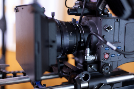 プロフェッショナル ビデオ カメラ。