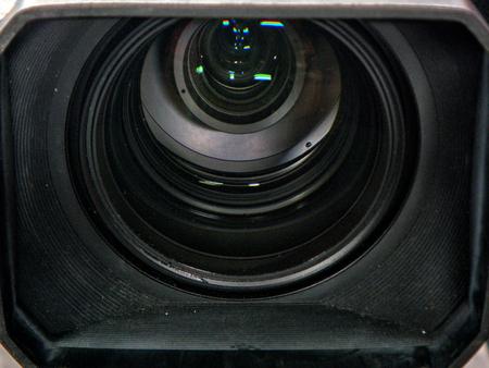 プロ用のデジタル ビデオ カメラ。パビリオンで撮影