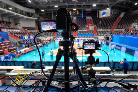 TV camera on before broadcasting a volleyball match. Foto de archivo