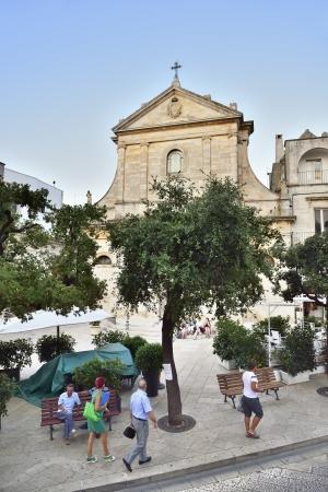 central square: Locorotondo BA - vista della piazza centrale