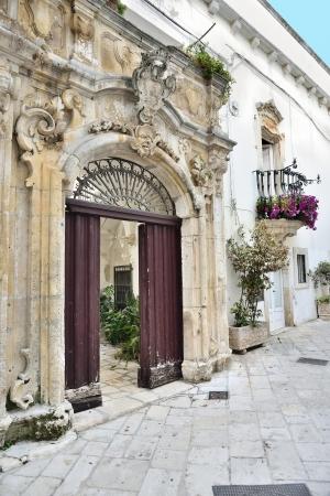 messa: Locorotondo BA - door of an ancient building