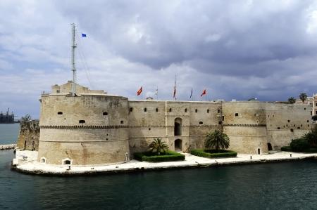 sunsets: Taranto - the Aragonese castle