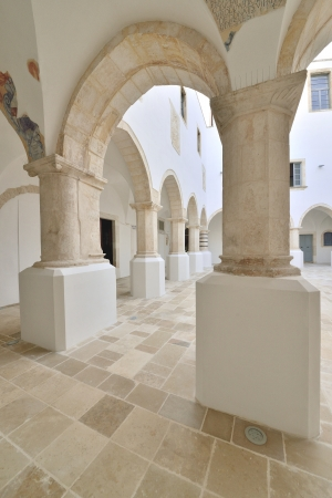 volte: Martina Franca TA - interior of a historic building