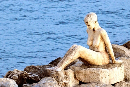 sirens: the sirens on the seafront in Taranto