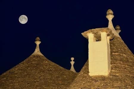 trulli: Alberobello - The moon rises in the trulli