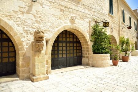 fortezza: Taranto - Piazza Castello Aragonese of weapons