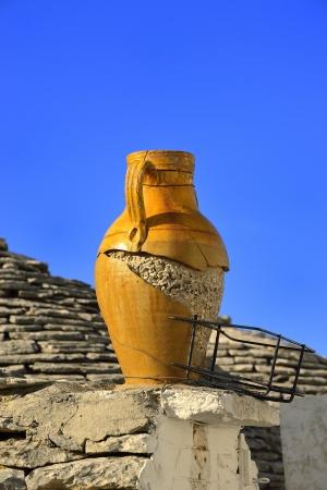 rurale: Alberobello - Trulli on decorative amphora