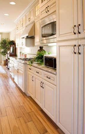 _ modern Küche mit Granit countertops
