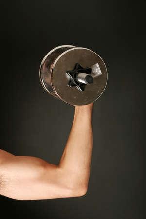 man working out: Hombre trabajando con pesa