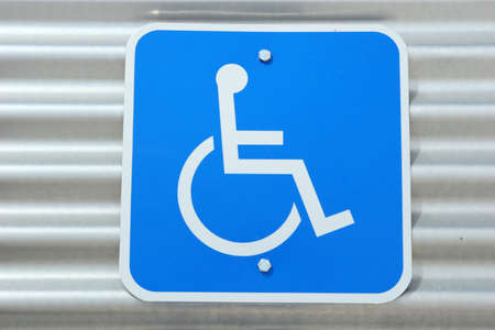 Accesibilidad para sillas de ruedas signo  Foto de archivo - 1704237
