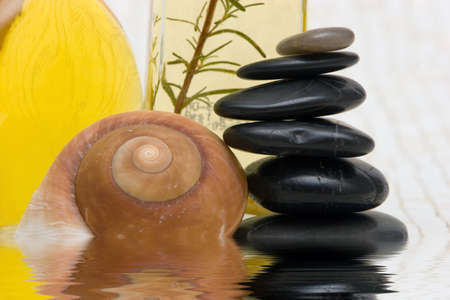 Essential oils and massage stones Imagens