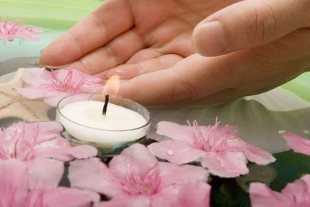 Aromatheraphy with flowers in water Imagens