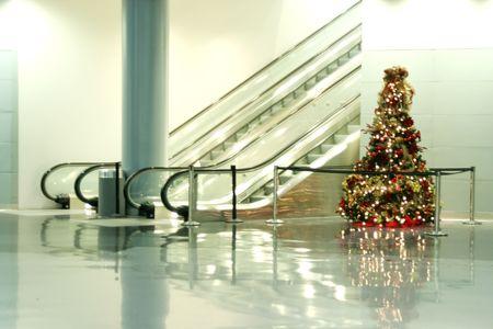 Christmas tree by the escalators  Banco de Imagens