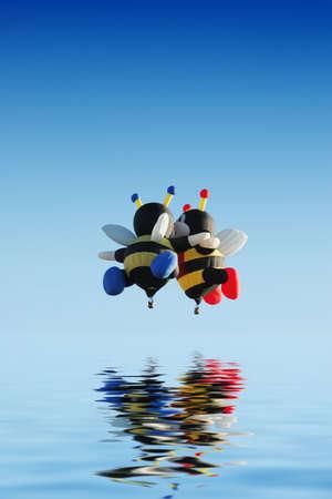 Biene, die geformt Heißluftballone  Standard-Bild - 2193162