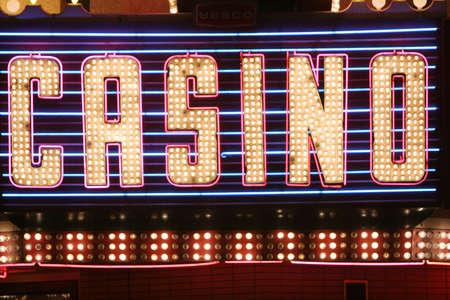 Luces de ne�n del casino signo  Foto de archivo - 2201427