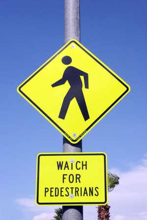 pedestrian sign: Attraversamento pedonale segnale stradale Archivio Fotografico