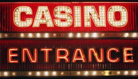 ruleta de casino: Luz de ne�n del casino signo  Foto de archivo