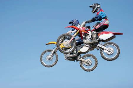 scrambling: Dirtbikes motocross a caso Archivio Fotografico