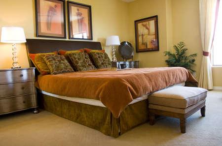 Moderno decoradas con buen gusto dormitorio principal  Foto de archivo - 2370194