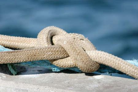 nudos: Cuerda de seguridad de un barco  Foto de archivo