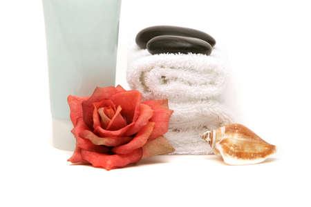 スパのタオル、ローズ、分離の白い背景の上のクリーム 写真素材