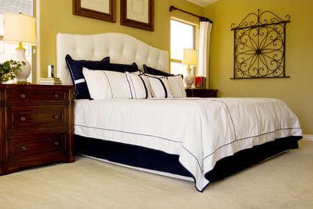 edred�n: Moderno decoradas con buen gusto dormitorio principal