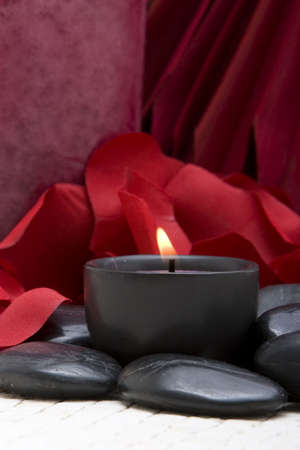 Spa キャンドル、石、バラの花びら 写真素材