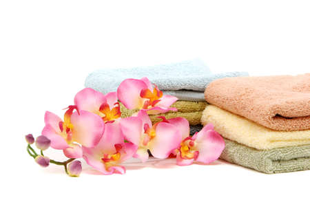 Pink orchid flower and spa / bath towels Imagens