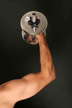 man working out: Hombre de trabajo con pesa