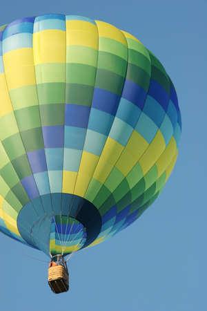 Colorful hot air balloon Banco de Imagens - 3378980