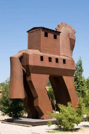 cavallo di troia: Famoso cavallo di Troia nella antica citt� di Troia