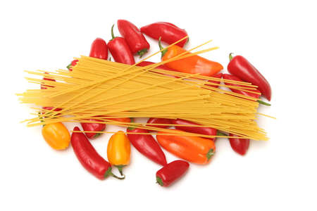 Dry spaghetti and colorful peppers 版權商用圖片