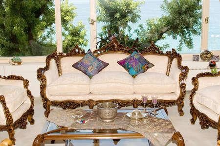classic living room: Classic elegant living room