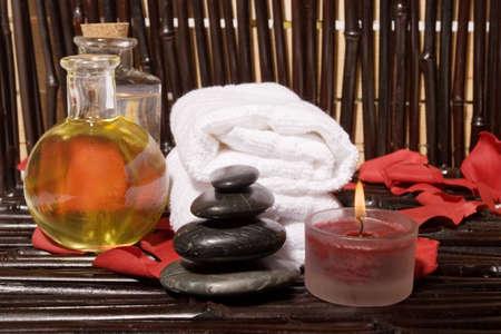 masaje corporal: Esenciales aceites de masaje corporal en botellas