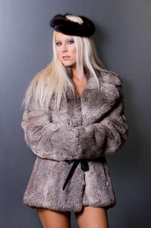 bontjas: Sexy blonde vrouw in bontjas
