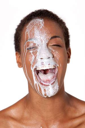 African American femme avec du lait sur son visage Banque d'images - 4873031
