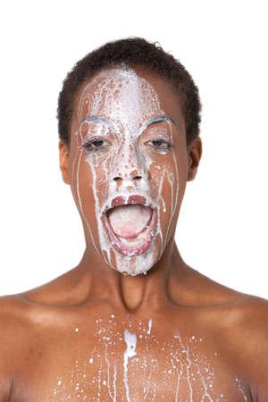 Femme africaine américaine avec du lait sur son visage Banque d'images - 5785719