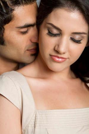 Junge ethnischen Paar in der Liebe mit einander Standard-Bild - 7263407