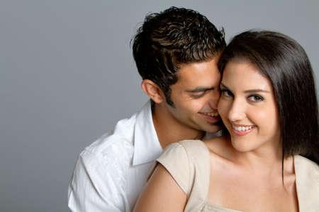 Junge glücklich vielpunkt-Paar in der Liebe