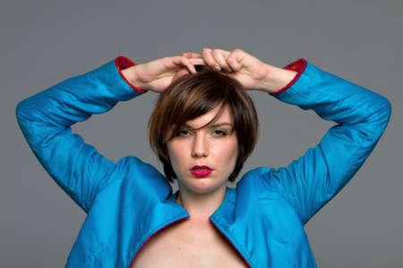 hair short: Bellezza donna bruna di capelli corto sexy girato