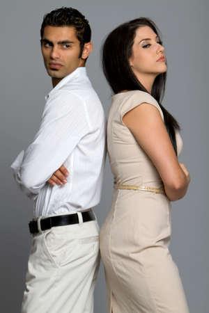 argumento: Joven pareja �tnica en desacuerdo sobre problemas
