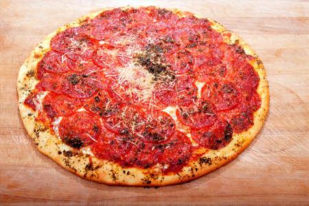 맛있는 집 요리 페퍼로니 피자 봉사 할 준비가