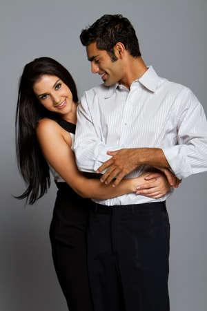 Sexy romantischen junges Paar in Anzug