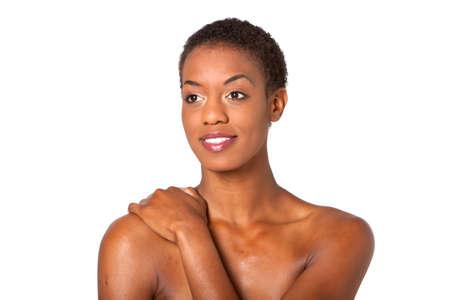 hair short: Splendida giovane donna africano americana con lo stile di capelli corti