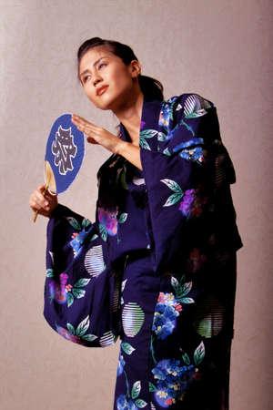 Wunderschöne japanische Frau tragen Kimonos robe Standard-Bild - 9002813