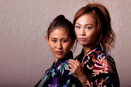 Wunderschöne japanische Frau tragen Kimonos robe Standard-Bild - 9002795