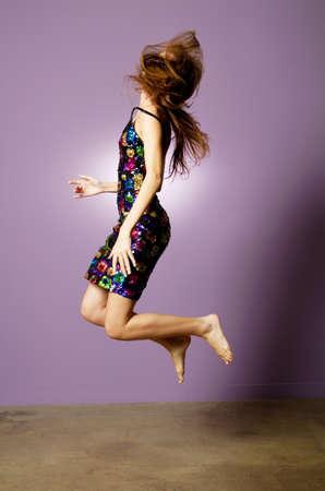 Schöne, junge Frau trägt Mode Kleid Standard-Bild - 9002843