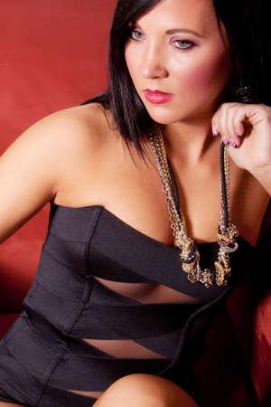 Wunderschöne junge Frau mit dunklem Haar Beautyshot Standard-Bild - 9002996